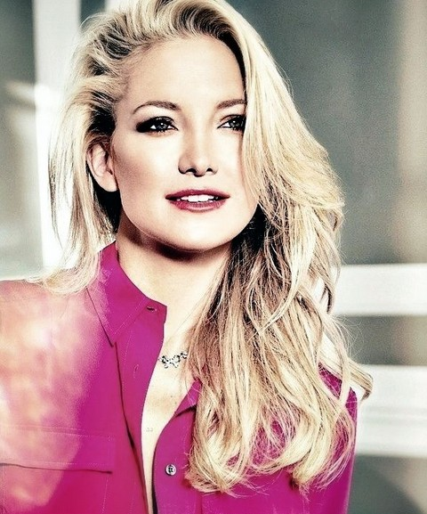 Kate Hudson With Voguish Side Swept Curls